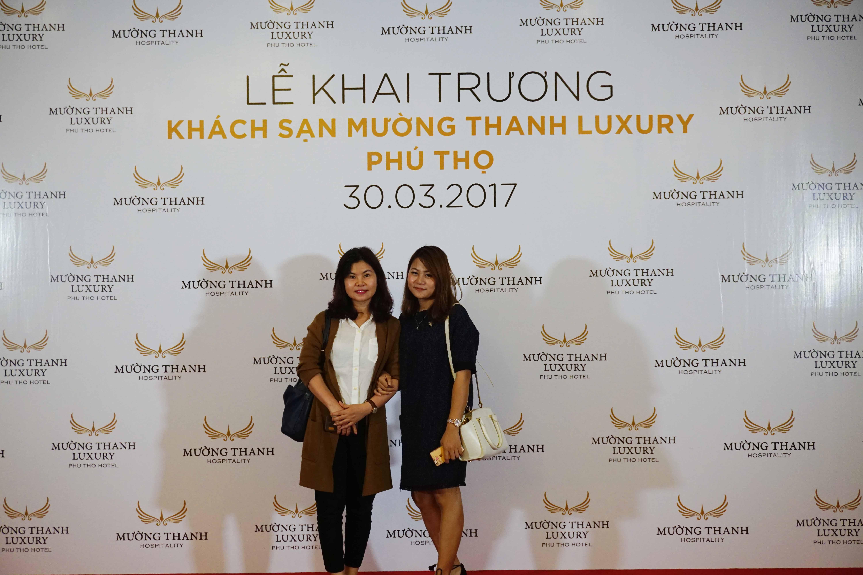 Đại diện Công ty Cổ phần Siêu Chung Kỳ dự lễ khai trường khách sạn Mường Thanh Luxury Phú Thọ.