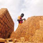 Gạch bùn: Kỹ thuật xây dựng cổ xưa giúp giảm khủng hoảng nhà ở