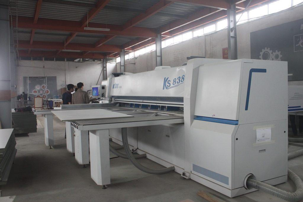 Máy cắt panel saw KDT KS-838: máy cắt ván tự động