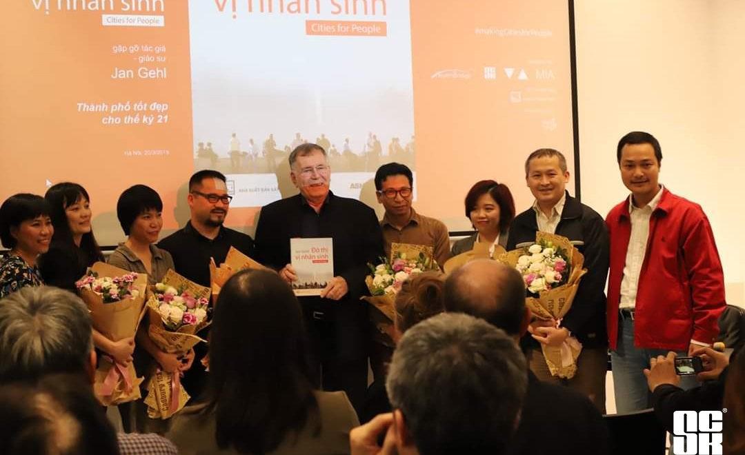 SCK dự buổi ra mắt sách Đô thị vị nhân sinh